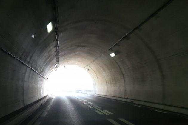 トンネル 夢占い