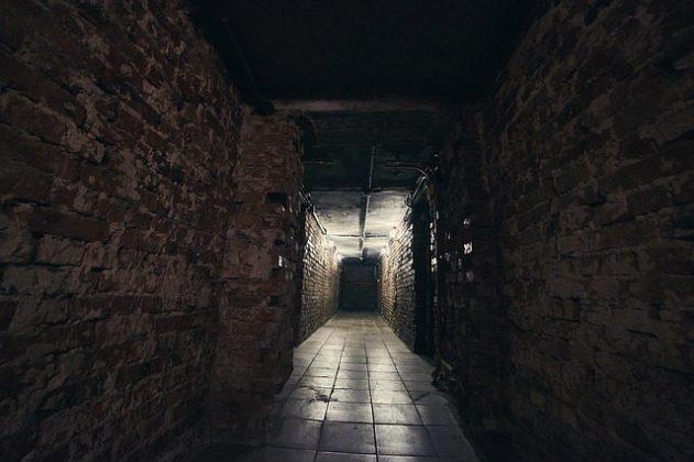 地下 地下室 夢占い